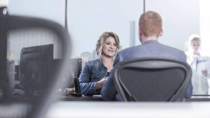 Oft werden Bewerber nicht nur interviewt, sondern auch zum schriftlichen Test gebeten.