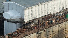 """Eingerüstet wartet die """"Gorch Fock"""" zurzeit im Trockendock auf ihre Rückkehr zur See."""