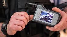 Umfrage: Sollen Polizisten Körperkameras tragen?