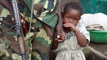 Gräuel von Kongos Kindersoldaten: UN: Mädchen trinken Blut der Opfer