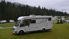 Mit 6,99 Metern Länge, 2,12 Meter Breite und 2,96 Meter Höhe gehört das Hymermobil B-Klasse 588 DL zu den größeren Wohnmobilen.