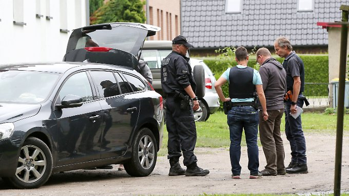 Bei einem Anti-Terroreinsatz wurden die zwei mutmaßlichen Gefährder festgenommen, die jetzt abgeschoben werden sollen.
