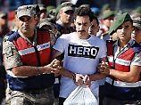 Etliche Bilder Güçlüs mit dem T-Shirt kursieren im Netz.