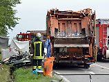 Fünf Tote in Nagold: Müllwagen begräbt Auto unter sich