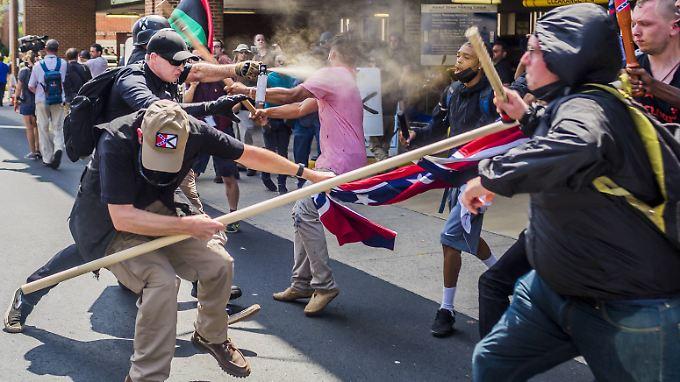 Auto-Attacke und Hubschrauberabsturz: Rassisten-Aufmarsch in Charlottesville fordert Todesopfer