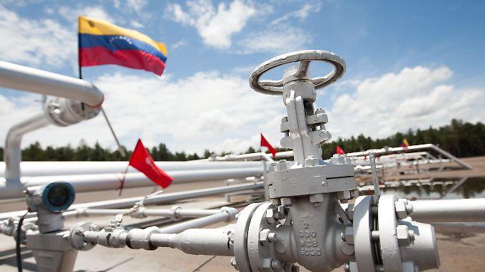 Allein im April zahlte Rosneft mehr als eine Milliarde Dollar im Tausch für ein Versprechen auf spätere Öl-Lieferungen.