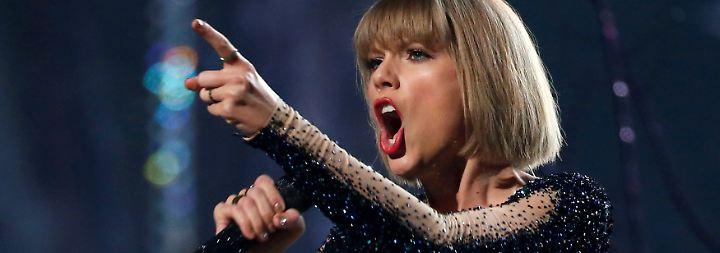 """Ein Sieg für alle Frauen: Taylor Swift bekommt im """"Po-Grapscher""""-Prozess Recht"""
