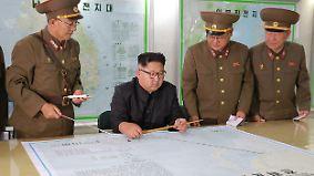 Zeichen der Deeskalation?: Kim Jong Un legt Guam-Angriffspläne auf Eis