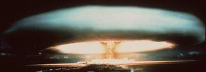 Für Empörung sorgten in der Vergangenheit französische Atomtests: Ehe Frankreich sie auf Atolle im Pazifik durchführte, wurden sie in den nordafrikanischen Kolonien getestet - gewisse Bevölkerungsgruppen und auch französische Soldaten trugen durch die Strahlung Langzeitschäden davon.