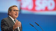 Ex-SPD-Chef Gerhard Schröder sieht in seinen Rosneft-Ambitionen kein Problem für seine Partei.