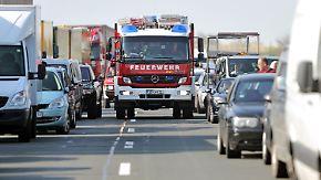 Wendemanöver bei Unfall auf Autobahn: Verkehrssündern drohen Punkte und Freiheitsstrafe