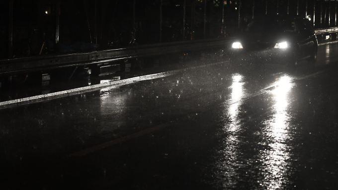 Starkregen beeinträchtigt den Verkehr in München.