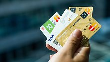 Immer mehr Unternehmen locken mit eigenen Kreditkarten.