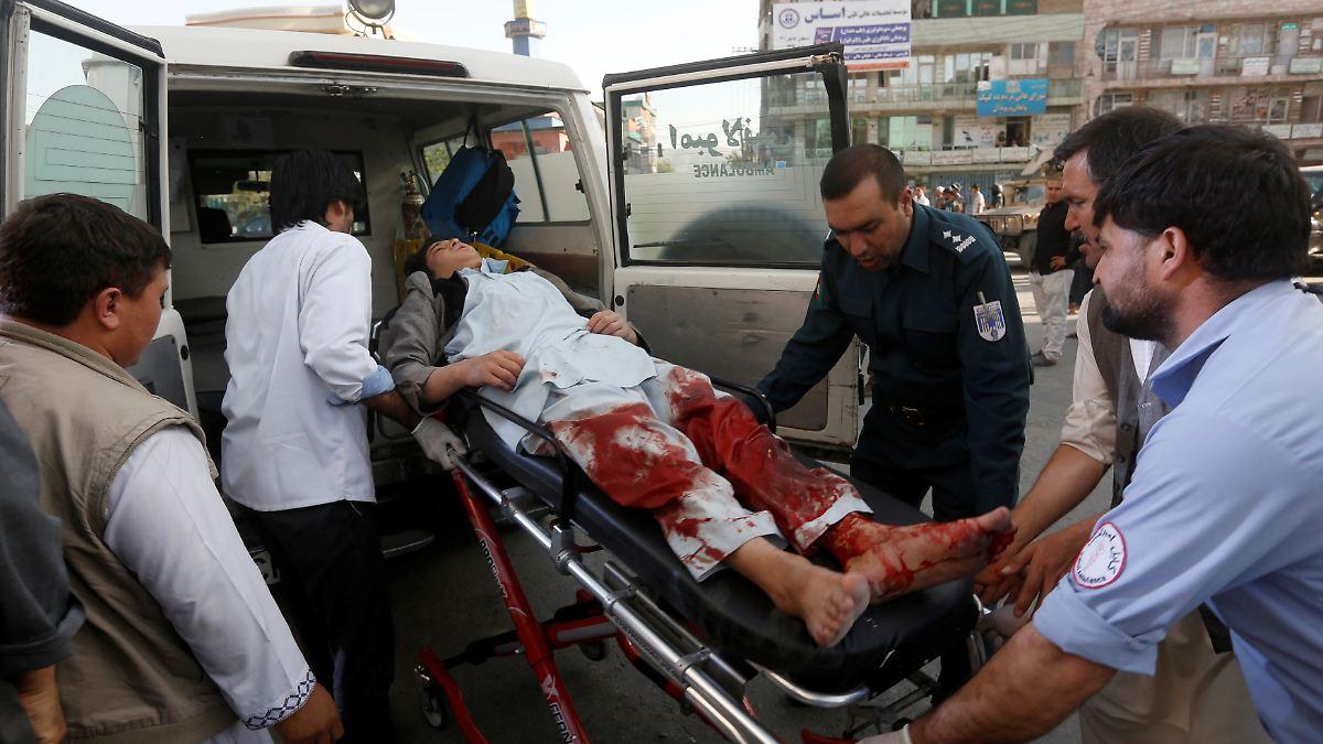 IS-Attentäter zündet Bombe in Moschee