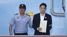Lee Jae Yong (r.) möchte seine fünfjährige Haftstrafe nicht akzeptieren.