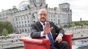 """""""Kanzlerin ist abgehoben"""": Schulz greift an, Merkel baut auf Amtsbonus"""
