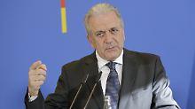 Abschiebehaft als letztes Mittel: EU-Kommissar fordert striktere Ausweisung
