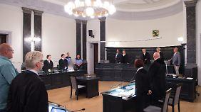 Rund eine Stunde führte der Vorsitzende Richter das Urteil aus.