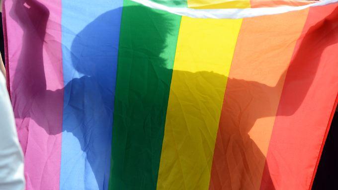 Die Studienautoren wollen die Sozialberichte der Bundesregierung um das Merkmal der sexuellen Orientierung erweitern.