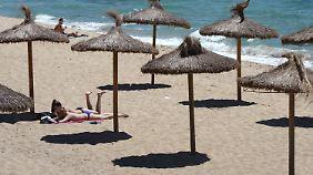 Kritiker befürchten, dass die Touristen ausbleiben und die Strände sich durch die Steuer leeren werden.