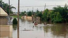 100.000 Menschen fliehen vor den Fluten.