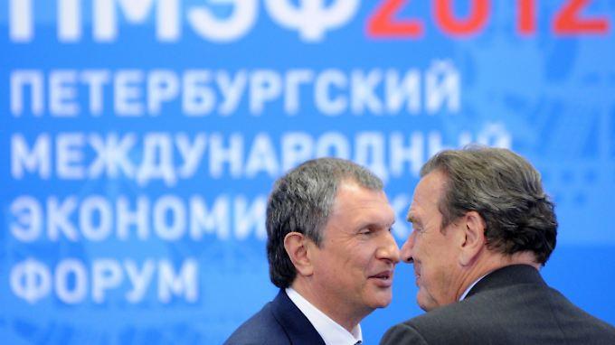 Setschin (l.) steht an der Spitze von Rosneft - Schröder (r.) steigt dort ein.