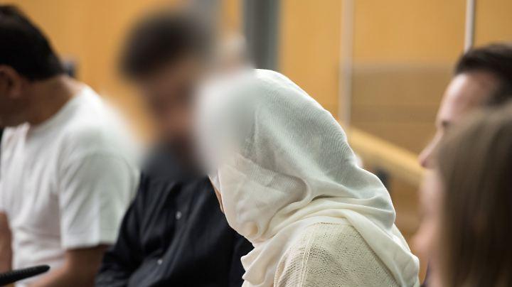 Das angeklagte afghanische Ehepaar bestreitet die Vorwürfe.