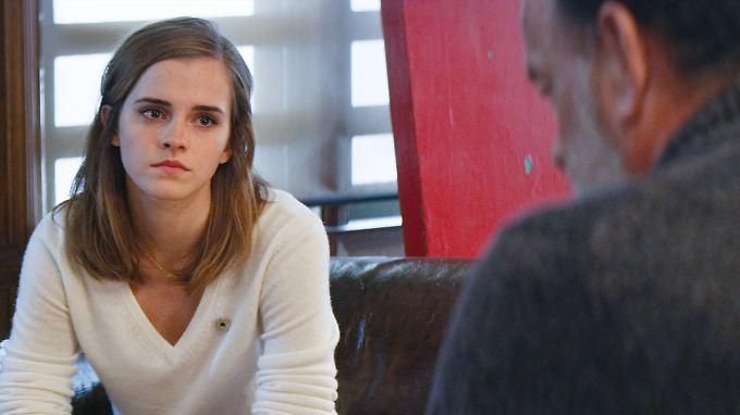 """Können """"The Circle"""" nicht retten: Emma Watson als Mae Holland und Tom Hanks als Eamon Bailey."""