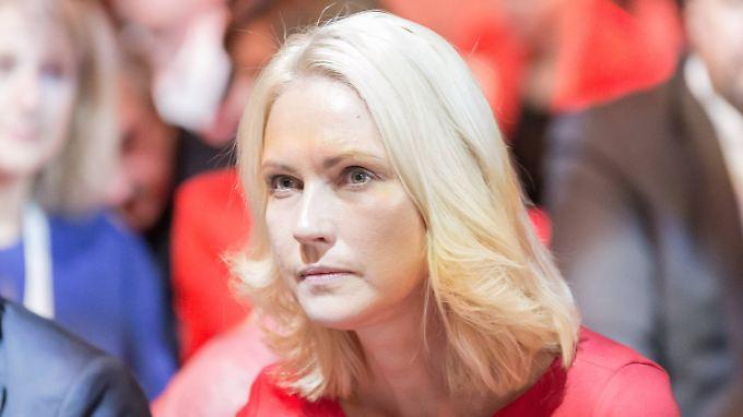 Manuela Schwesig lebt mit ihrem Ehemann Stefan und ihren beiden Kindern in Schwerin.