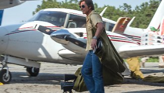 """Barry Seal: Only in America"" im Kino: Tom Cruise fliegt durch actiongeladene Komödie"