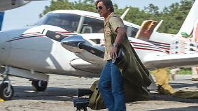 """Barry Seal: Only in America"" im Kino: Tom Cruise fliegt durch actiongeladene Komödie"