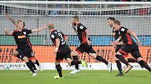 Treffer trotz Handspiel: Regensburg dreht auf, Fürth punktet erstmals