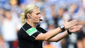 Schiedsrichterin im Porträt: Bibiana Steinhaus pfeift Fußball-Geschichte an