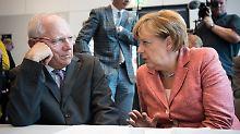 Die Steuereinnahmen sprudeln. Trotzdem wollen Wolfgang Schäuble und Angela Merkel nur Entlastungen von 15 Milliarden Euro.
