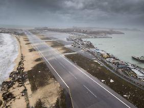 """Von Hurrikan """"Irma"""" schwer getroffen: Die Landebahn des Flughafens auf Saint-Martin."""