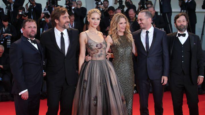 """In """"Mother!"""" spielt Lawrence an der Seite von Javier Bardem, Ed Harris und Michelle Pfeiffer."""