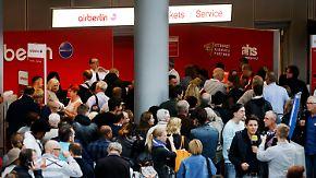 Flüge bei Air Berlin fallen aus: Gestrandete Passagiere sind erbost