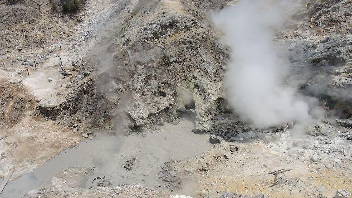 In den Phlegräischen Feldern drücken giftige Gase an die Oberfläche.