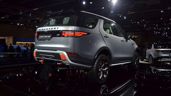 Dank einer Seilwinde kann sich der Land Rover SVX auch selbst aus dem Dreck ziehen.