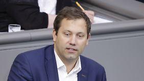 Lars Klingbeil zog 2005 als Nachrücker erstmals in den Bundestag ein, seit 2009 sitzt er ununterbrochen im Parlament. Der Bereich Netzpolitik/digitale Agenda ist das Schwerpunktthema des 39-Jährigen.