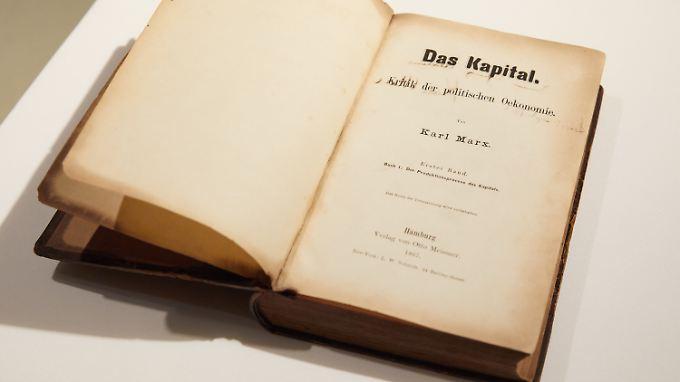 """Eine Erstausgabe des ersten Bands von """"Das Kapital"""" im Museum der Arbeit in Hamburg."""