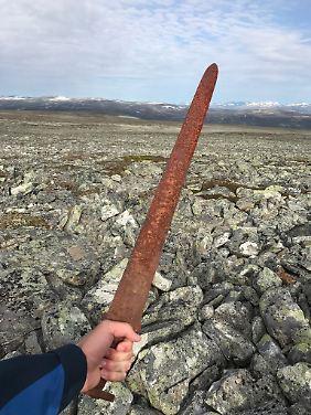 Dieses Schwert ist schon etwas älter und vermutlich deswegen auch schon etwas rostig.