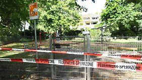 Ein abgesperrter Spielplatz in Aachen. Auch hier wurde Rohrreiniger entdeckt.