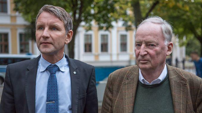 Gauland (r.) mit seinem Freund Björn Höcke bei einem gemeinsamen Wahlkampfauftritt in Magdeburg.