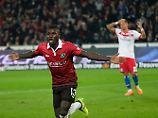 Ihlas Bebou bejubelt seinen Treffer zum 2:0.