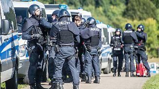 Großfahndung der Polizei: Familienvater bleibt nach Dreifachmord in Villingendorf auf der Flucht