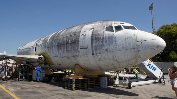 """Die frühere Lufthansa-Maschine """"Landshut"""" steht zur Demontage auf dem Flughafen in Fortaleza (Brasilien)."""
