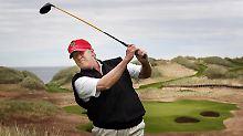 Attacke gegen Kim und Clinton: Trump holt zum Golfschlag aus