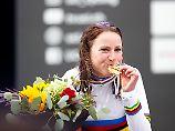 Goldig: Für die 34-Jährige war es der erste Zeitfahrtitel - und ein spätes Trostpflaster für ihren Olympiahorror.