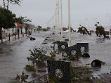 Trümmer auf überfluteten Straßen in Basse-Terre, Guadeloupe.